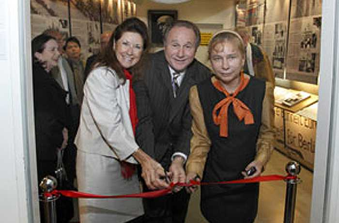 Colleen & Michael Reagan with Alexandra Hildebrandt opening the Reagan exhibit